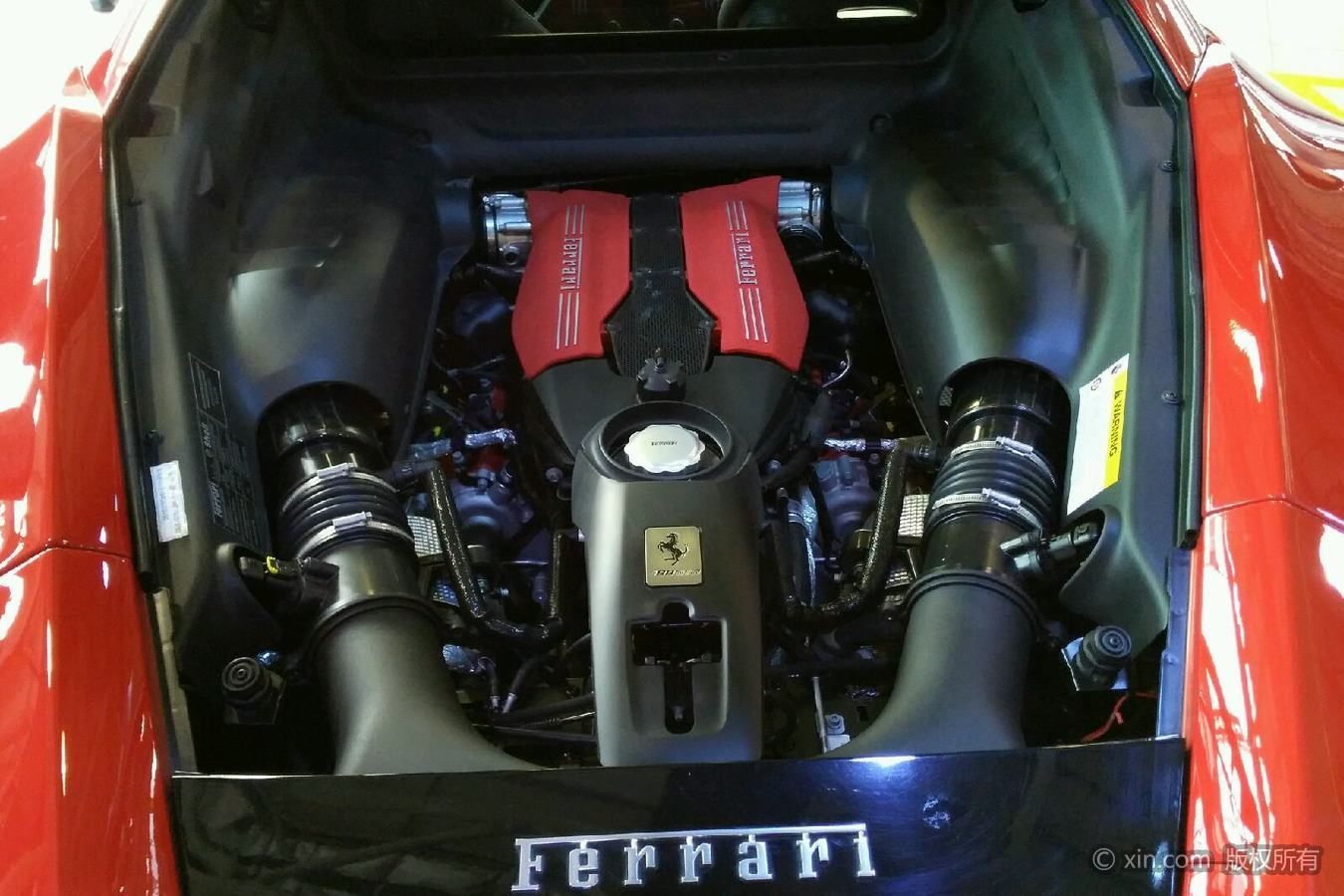 法拉利488发动机舱
