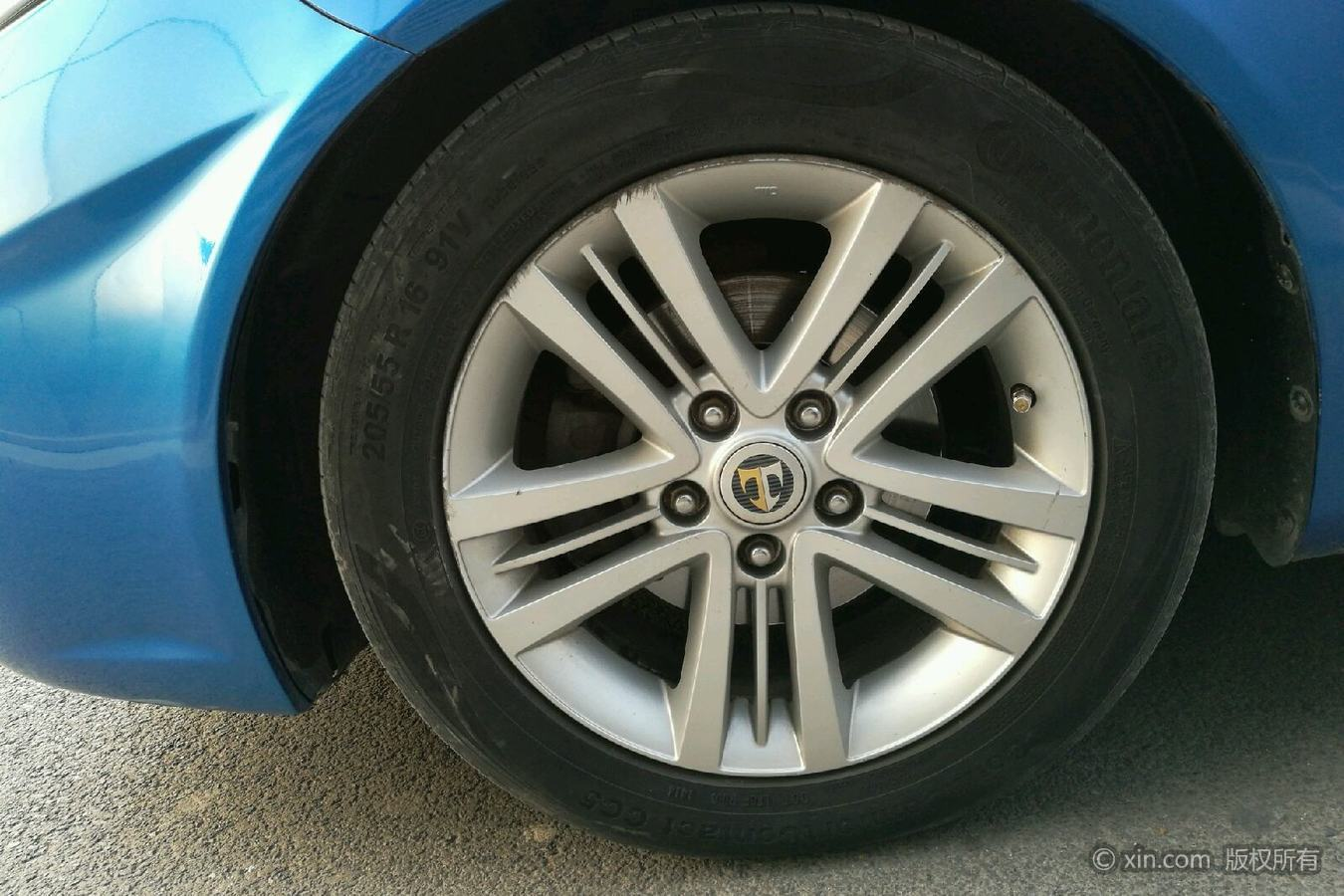 现代酷派左前轮胎