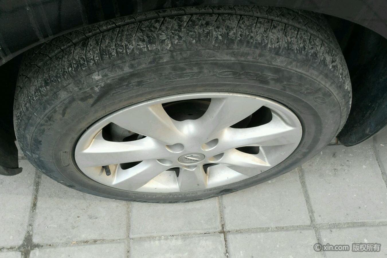日产骐达左前轮胎
