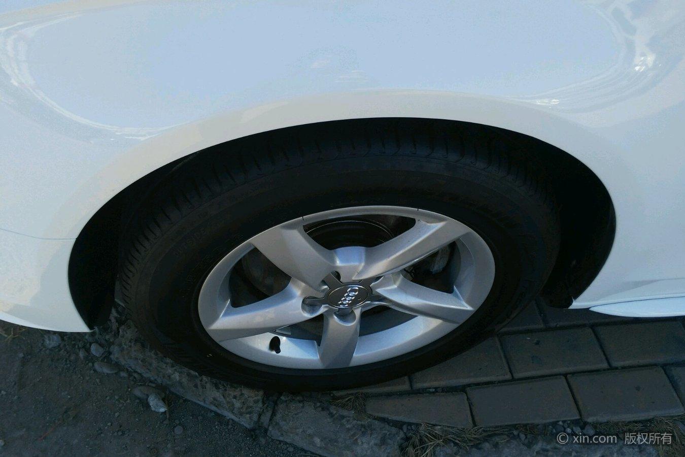 奥迪A4L左前轮胎
