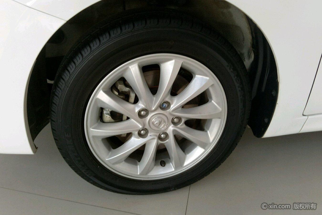 长安悦翔v7左前轮胎老款蒙迪欧尾灯拆车件图片