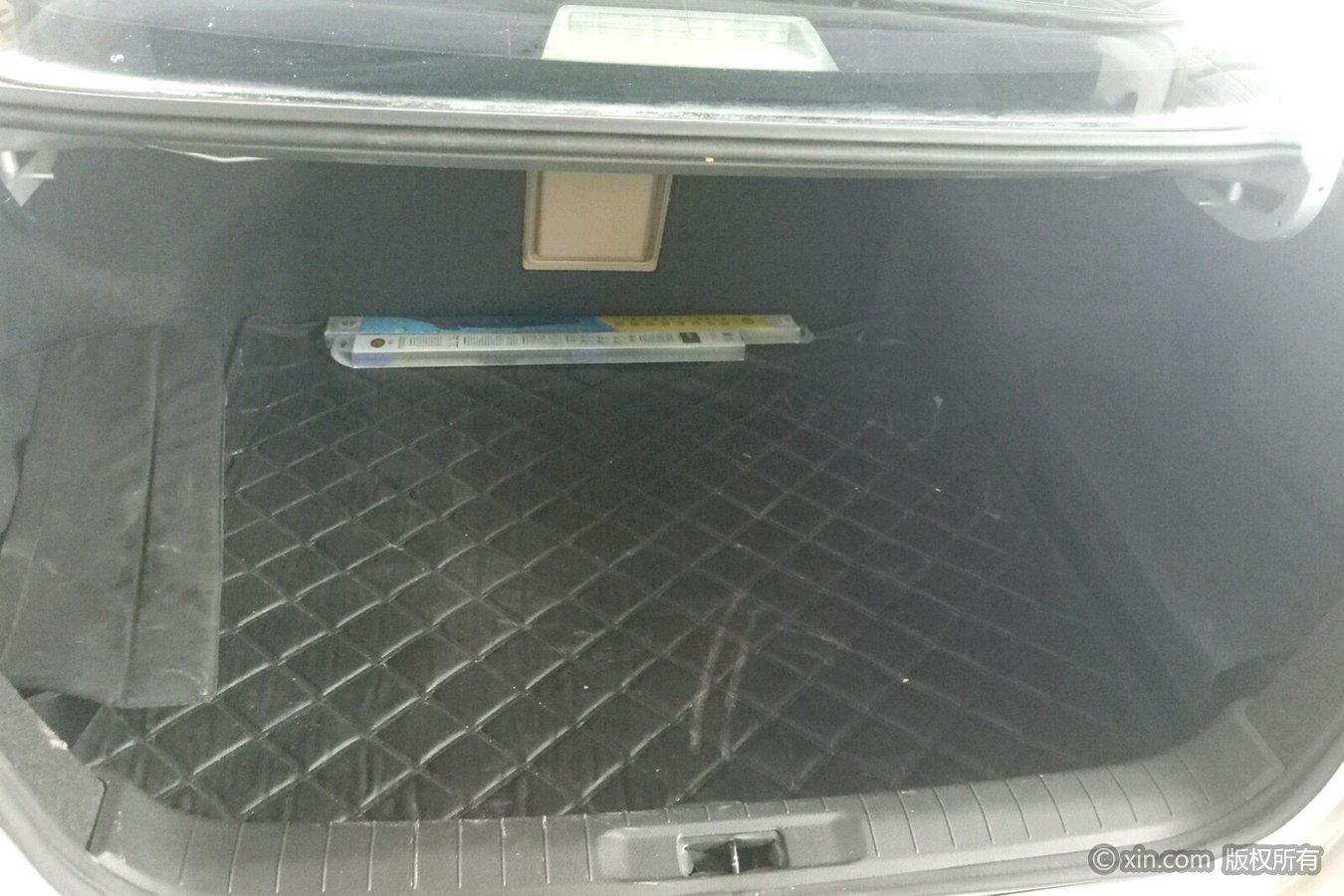 日产天籁后备箱图片