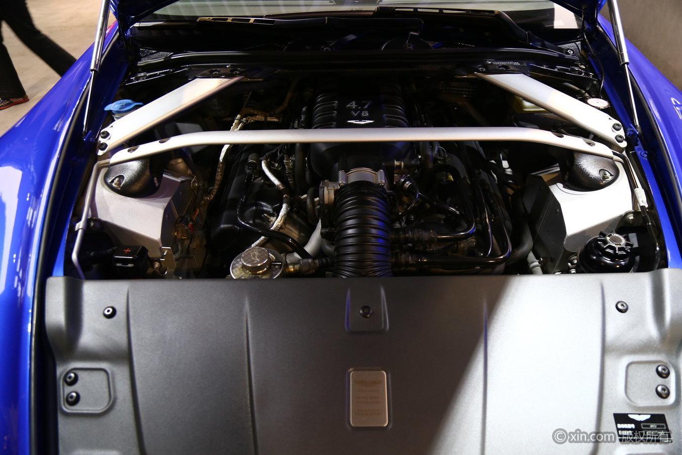 阿斯顿·马丁V8